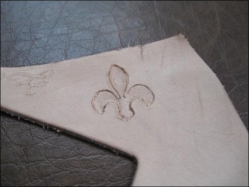 Fleur-de-lis pattern before coloring.